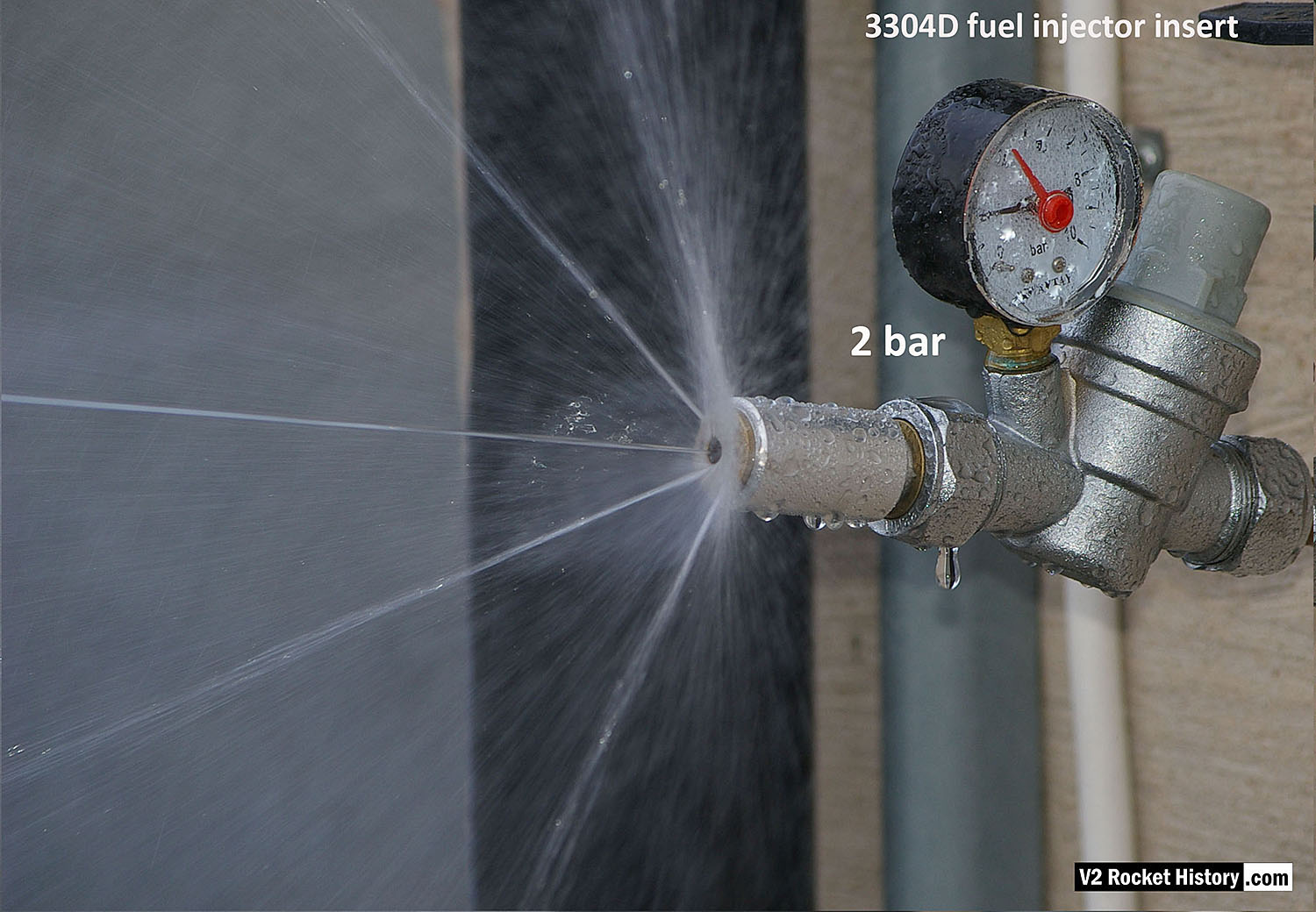 Rocket injector 3304D Water test showing central jet