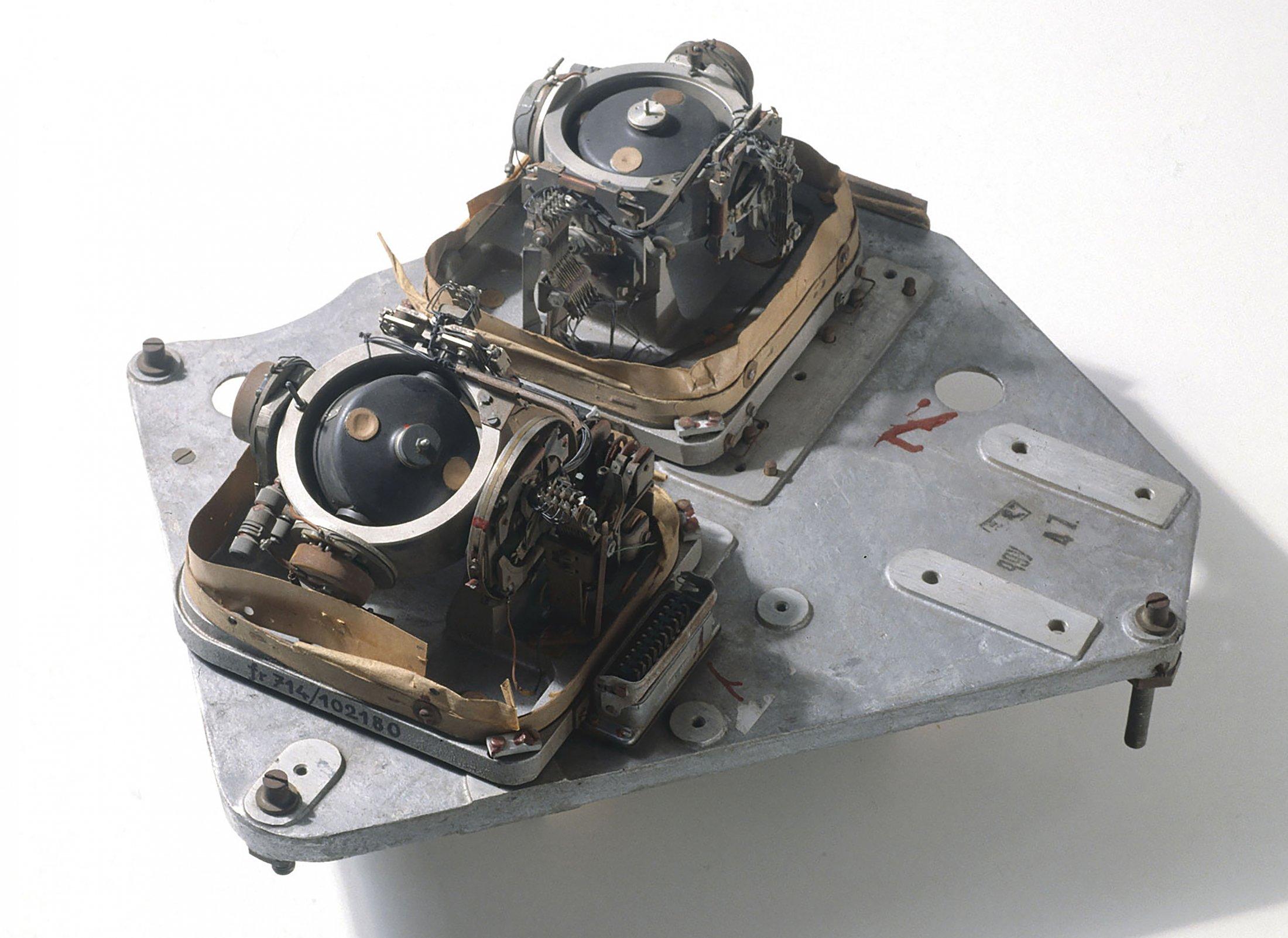 LEV-3 Horizont and Vertikant gyroscope system 1940